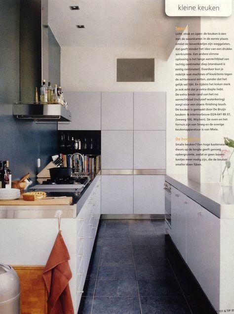 Kleine keuken zonder bovenkastjes - hoge kastenwand - schiereiland...