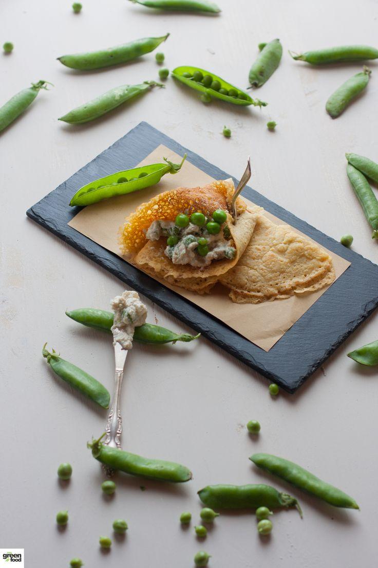 Crespelle alla curcuma con crema di tofu verde