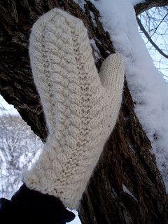 Ottilia Mittens pattern by Mari Muinonen / tikru