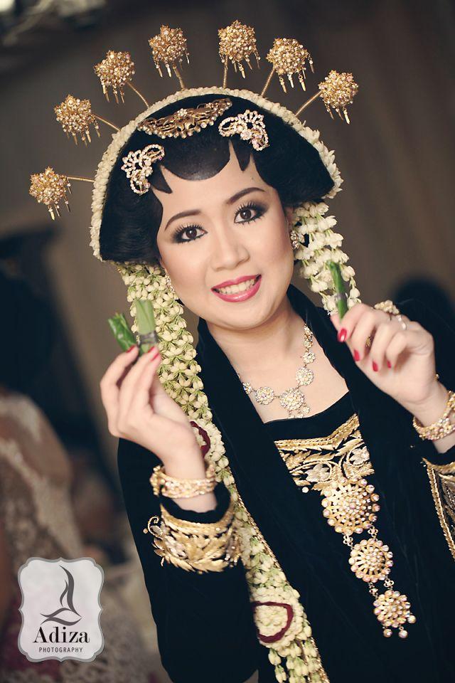 Ayu & Jati wedding I Balangan gantal ceremony