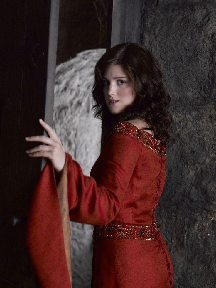 Catherine no confía en su relación con Erroll y teme decirle su secreto.
