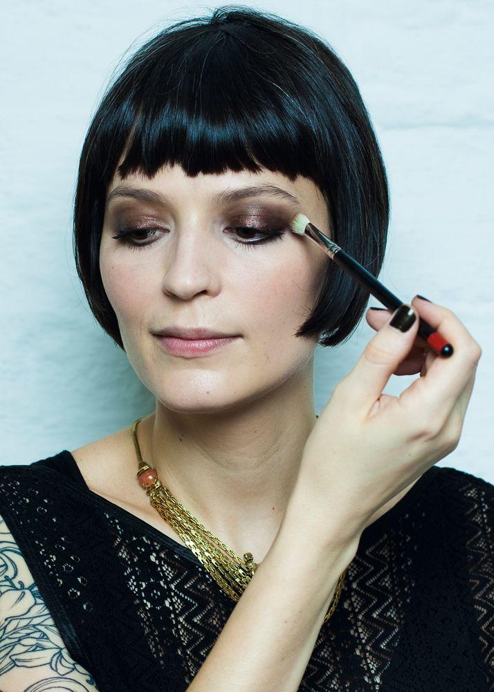 Para Vanessa Rozan, o marrom nos olhos é o pretinho básico da maquiagem. Bora, aprender?