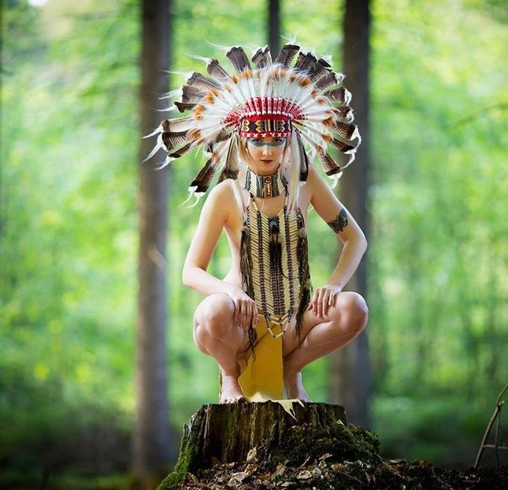 SHOP it ONLINE! Countless Headdresses and Native American inspired jewelry at www.indianheaddress.com Pic via @pixelbutze