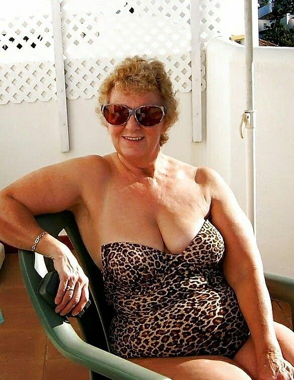 Hot girl big boobs selfie