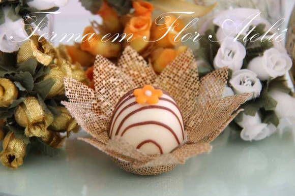 Forminha decorativa para doces finos em tecido de tela de algodão engomada, espaço para o docinho de 3cm (tamanho padrão) cor ouro. R$ 0,78