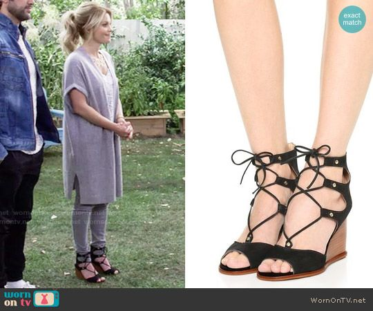 DJ's lace-up wedges on Fuller House.  Outfit Details: https://wornontv.net/64398/ #FullerHouse