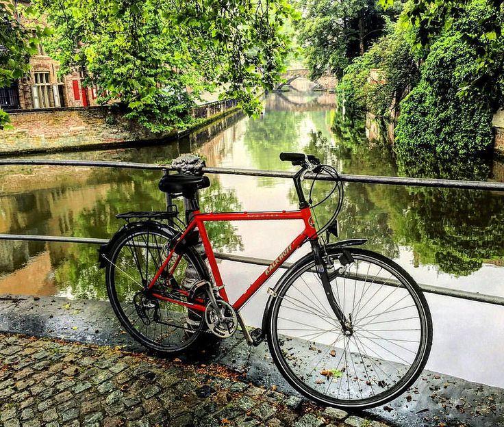 Велосипедные прогулки по летнему солнечному Брюгге. Bike tour in sunny Bruges. #брюгге #бельгия #канал #мост #мостбрюгге #каналбрюгге #отражениебрюгге #экскурсия #велосипед #велосипедбрюгге #отражение #экскурсиябрюгге #брюггеэкскурсия #гидбрюгге #гидбрюгг