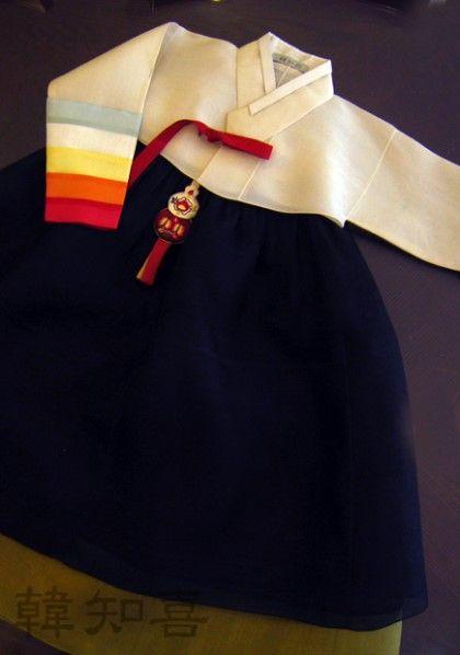 돌때 맞춘 한복은 보통 세 살 추석이나,네 살 설날이 되면 소매가 짤둥, 치마가 껑충 해집니다. 이때 조금...