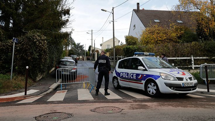 Paris cop goes on shooting rampage after break-up with girlfriend kills 3 before committing suicide