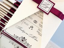 Burgund und Elfenbein Hochzeits Einladung