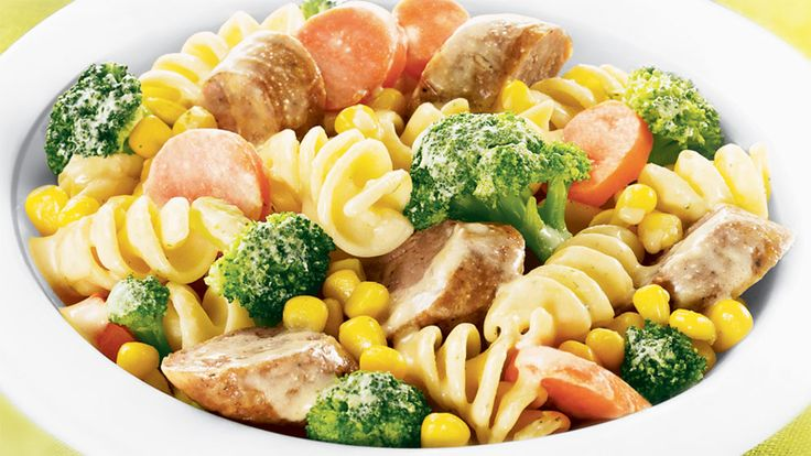 Vegetable Pasta and Sausage Toss | Green Giant Canada Recipes Savoury pasta and delicious veggies tossed in a garlic sauce with Italian sausage crumble. Try it for a delicious dinner tonight!