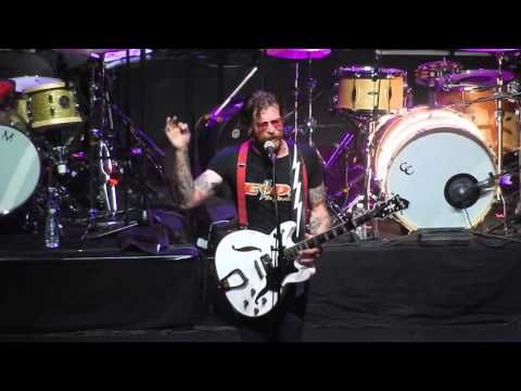 """Don't speak (I came to make a bang!) - Eagles Of Death Metal - 16/02/2016 - Paris, L'Olympia - YouTube"