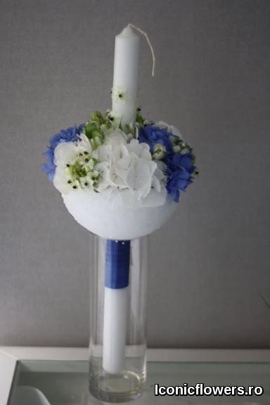 Lumanari de botez Iconic Flowers by Madalina Sandu. La fel de importanta este si textura florilor alese pentru aranjamente sau buchete, ca sa obtinem un echilibru de ansamblu si sa transmitem prin aceste flori acea stare emotionala speciala, pentru un eveniment atat de special.