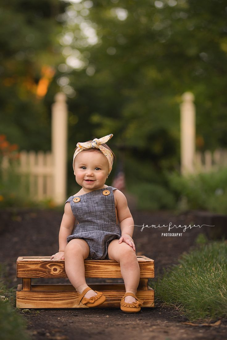 Finding a place for a toddler to sit is the biggest tip when trying to  photograph them! #… | Baby photoshoot girl, 6 month baby picture ideas, Baby  girl photography
