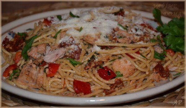 Celozrnné špagety s tuňákem a zeleninou