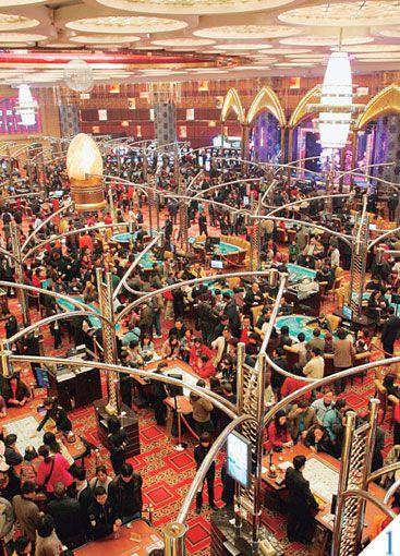 グランド リスボアホテルのカジノは、一年中たくさんの人で賑わっている。