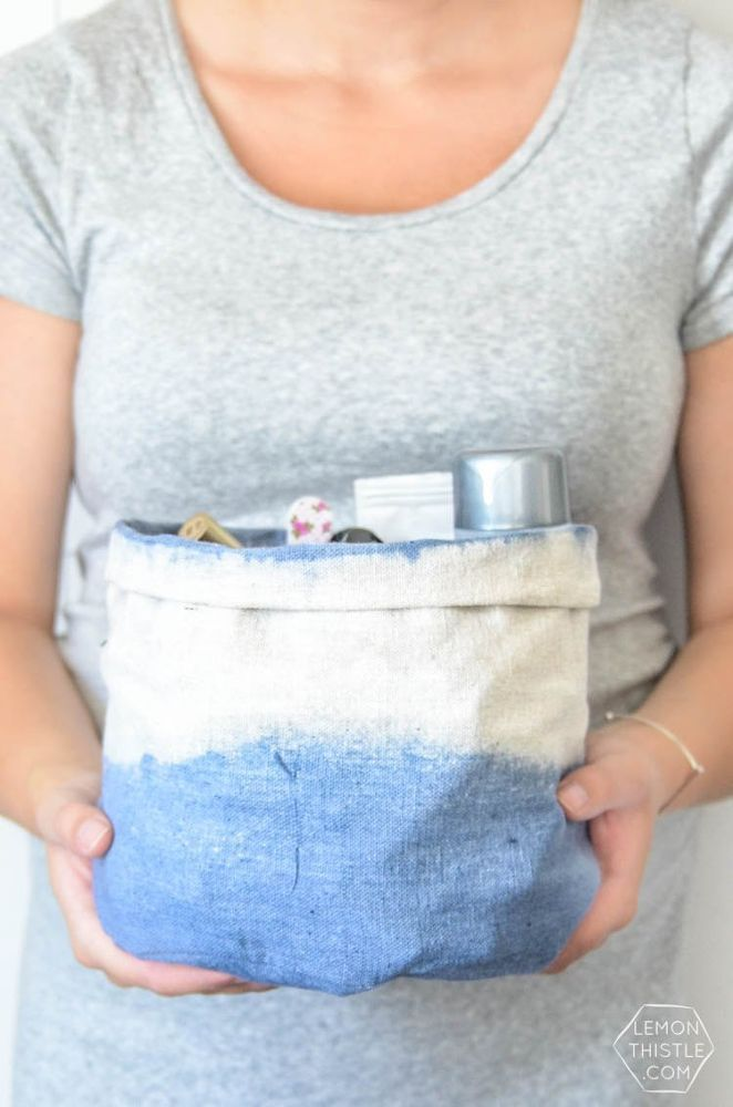 Diy Woven Basket From A Tomato Cage With Images Clothes Basket Diy Diy On A Budget