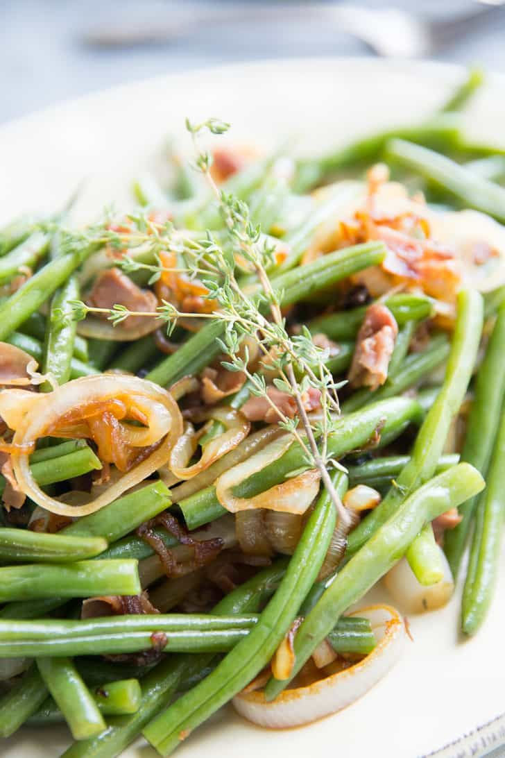 resh green beans are key to this easy balsamic green beans recipe!Caramelized onions and pancetta brings out the rich, tangy taste of the balsamic vinegar.