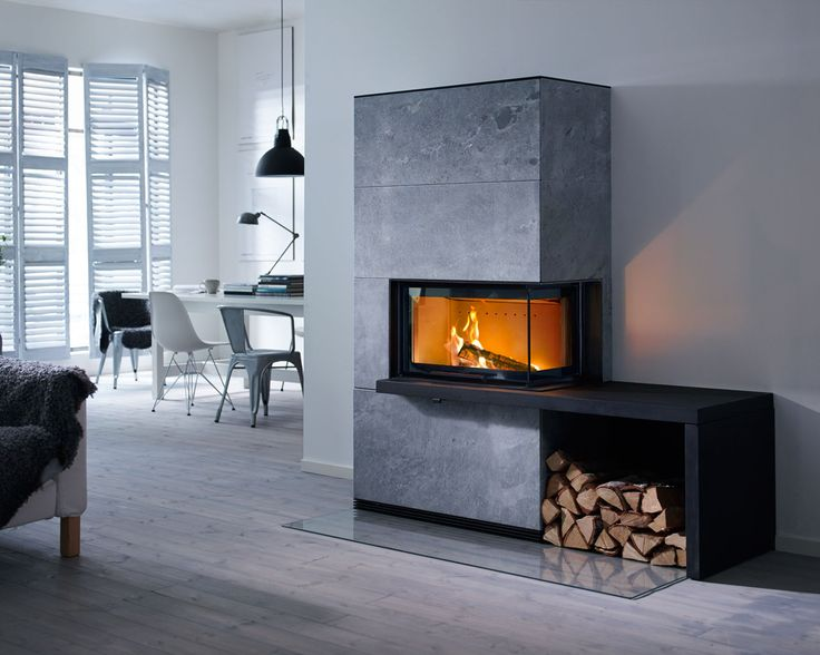 The angled glass door in Contura i41T gives you even more possibilities to create a fireplace that stands out and lights up. The soapstone surround is naturally heat-retaining.