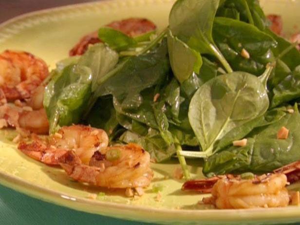 Camarão de 2 Maneiras: Camarão Grelhado ao Molho de Soja com Salada de Espinafre e Scampi Estiloso