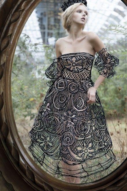 Fotografia, nudo allo specchio: il vestito è disegnato