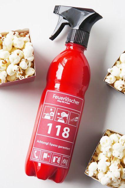 Nica bastelt für die Kinderparty: Feuerlöscher für die Feuerwehrparty von PinkFisch gebastelt aus PET-Flaschen, unserem Mason Jar Sprühaufsatz und einem Free Printable!