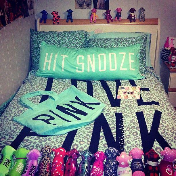 VS mint Leopard blanket♥ ok, lose the stuffed VS little dogs on the headboard but loven the rest