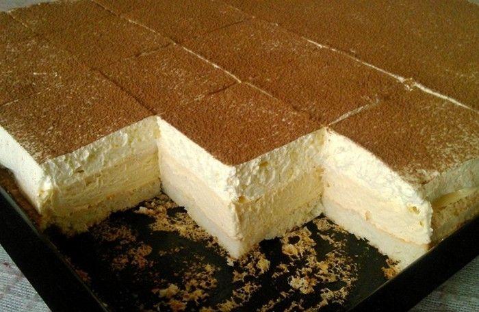 Suroviny Těsto: 8 ks bílku 8 lžic moučkový cukr 8 lžic hladká mouka 1 bal.prášek do pečiva Na polití: 150 ml studené mléko Krém: 700 ml mléka 8 ks žloutku 5 lžic kr. cukr 9 lžic hladká mouka 1 bal. vanilkový cukr 200 g máslo 100 g moučkový cukr 200 ml smetana ke šlehání Postup …