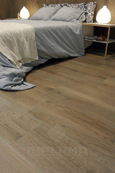 #tilestone #natural #oak #tegels #impermo #keramisch #parket Dit keramisch parket evenaart de warme uitstraling van echt hout. Een vloer met het gevoel van hout en toch alle voordelen van onderhoud. Keramische parketplanken zijn dé oplossing.  Moeilijk van echt hout te onderscheiden.  Geschikt in combinatie met vloerverwarming: Opgelet! flexibele tegellijm, flexibel voegmiddel, dilatatievoegen waar nodig.  Slijtvast, vlek- en krasbestendig.  Geen onderhoud zoals vernissen, oliën…