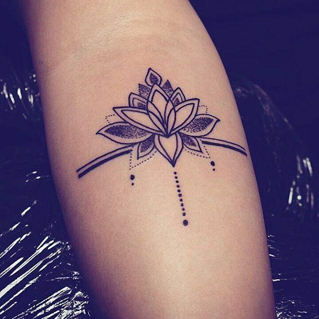 Soyez inspirée avec ce tatoo : Modele tatouage dotwork epure mandala. Retrouvez…