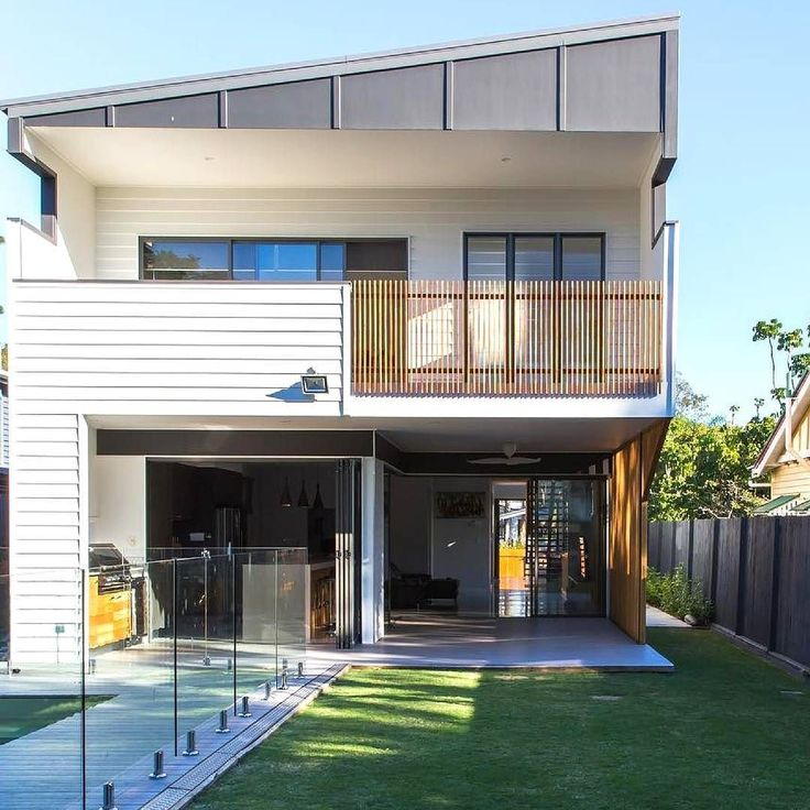 This Brisbane home cuts some lovely angles by @daharchitecture featuring Scyon Linea. Build: @martconprojects Structure: @macstructure :@seyerm #australianarchitecture #architecture #exterior #exteriordesign #scyonwalls