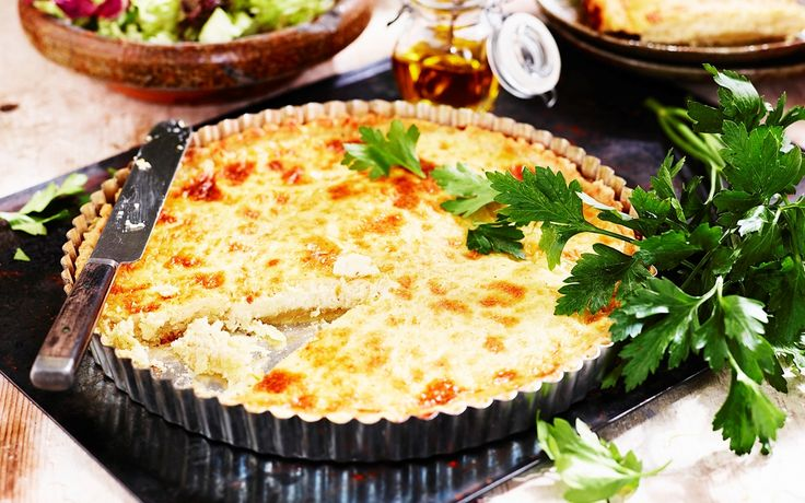 Västerbottenpaj, ett klassiskt recept som passar när man vill duka upp till jul, påsk, midsommar eller som tillbehör till kräftorna. Västerbottenpaj passar också att njuta som den är med en god sallad.
