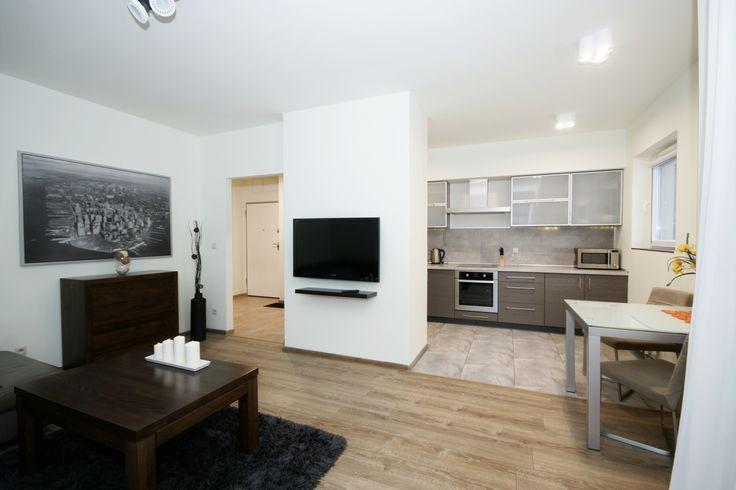 Eleganckie, umeblowane, trzy pokojowe mieszkanie na osiedlu Dębowe Tarasy w centrum Katowic. Wnętrze utrzymane jest w stylu miejskiej elegancji.