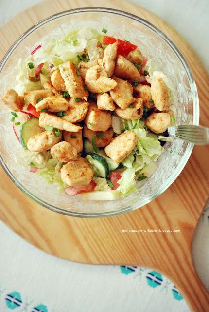 http://dietetycznie-w-kuchni.blogspot.com/2013/10/saatka-z-kurczakiem-i-sodkim-jogurtowym.html