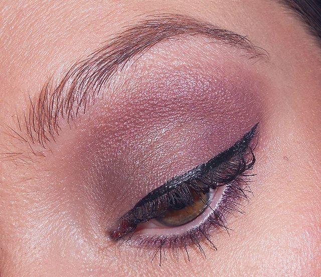 Most hogy így kibosszankodtam magam a blogon, visszatérek a következő bejegyzéshez ami remélhetőleg holnap jön! 😘 És ez a fotó még épp időben is jön a #csakazértisnő mai #smink témájához. 😊New post in progress 😋☝···#professionalmakeup #makeupartist #makeupart #makeupoftheday #makeuppro #makeupblogger #makeupartists #mua #instamakeup #makeuponpoint  #makeuponfleek #purplesmokeyeye #myeye #szepsegblogger #magyarblogger #shiseido
