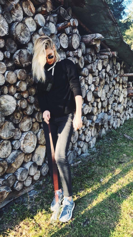 Sarah Brandner on instastory #model #actress #long #bob #blonde #black #outfit