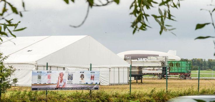 """Auf dem Außengelände des """"Rü Oktoberfests"""" auf dem Flughafen Essen-Mülheim passierte der tödliche Arbeitsunfall. Jetzt prüfen die Behörden einen Anfangsverdacht der fahrlässigen Tötung gegen den Inhaber der Zeltbaufirma.Foto:Kerstin Kokoska"""