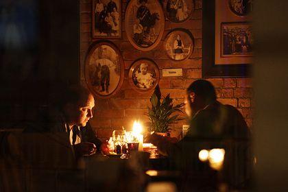 Украинские энергетики с 25 апреля обесточат территорию ЛНР       Энергетики с 25 апреля по решению правительства Украины прекратят поставки электроэнергии на территорию самопровозглашенной Луганской народной республики (ЛНР). Об этом сообщил глава компании «Луганское энергетическое объединение» Владимир Грицай.