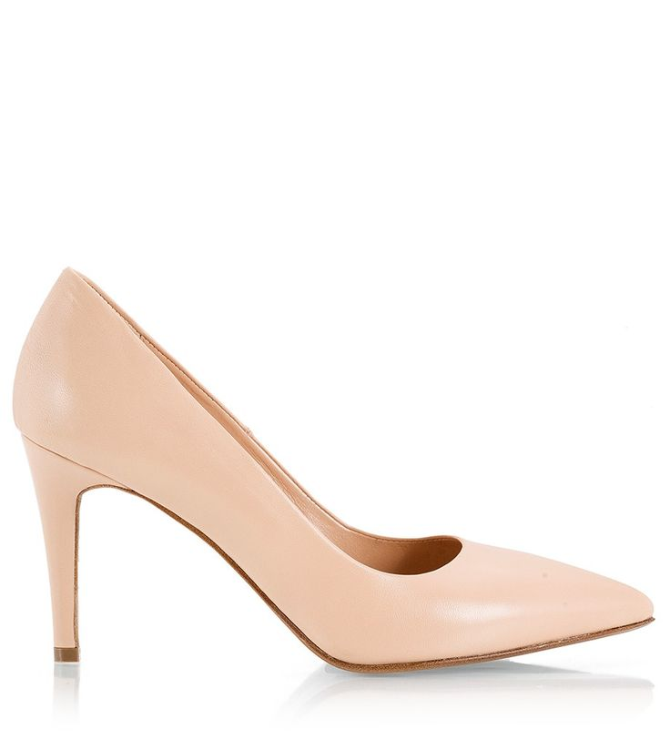 Fratelli Karida pointy pumps have been crafted in Italy from nude soft nappa leather. Featuring a 8.5 cm heel this timeless pair will work with everything from denim to tailoring and evening dresses.