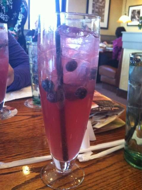 Sparkling Moscato and blueberries!