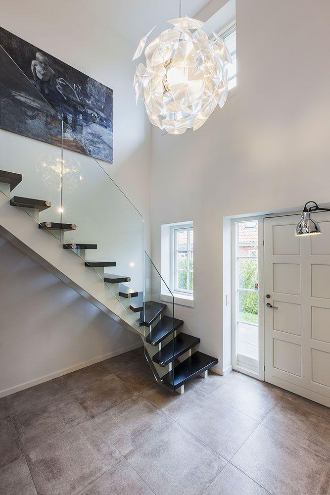 En trappe behøver ikke kun være praktisk #huscompagniet #inspiration #indretning #husbyggeri #indretning #nybyg #husejer #nythus #typehus #trappe