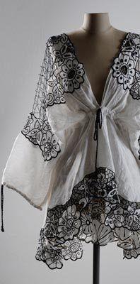 O Bordado Richelieu     Esse tipo de bordado remonta à Idade Média,e atribuí-se ao Cardeal Richelieu, que fazia parte da corte do Rei Luis X...