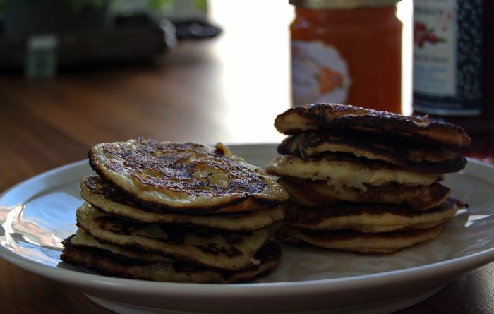 Orange-flavoured pancakes with organic almond flour