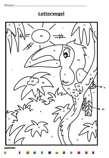 Lettervogel (hoekenwerk): Lln. kijken in de legende. De letters hebben een kleur. Lln. zoeken de letters in de tekening en kleuren deze letters in hetzelfde kleur.  Doel: Ze kunnen de letters lezen. Ze kunnen dezelfde letters terugvinden in een tekening. Ze kleuren de letters in de juiste kleur.  (1ste leerjaar)
