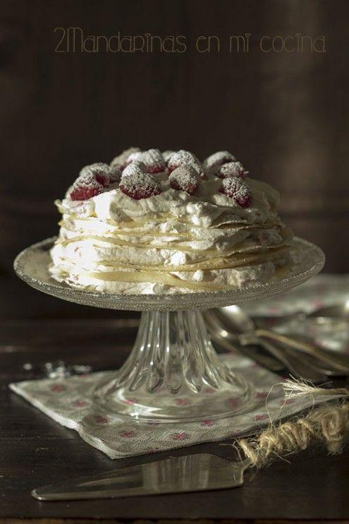 Tarta de Crepes con nata y frambuesas