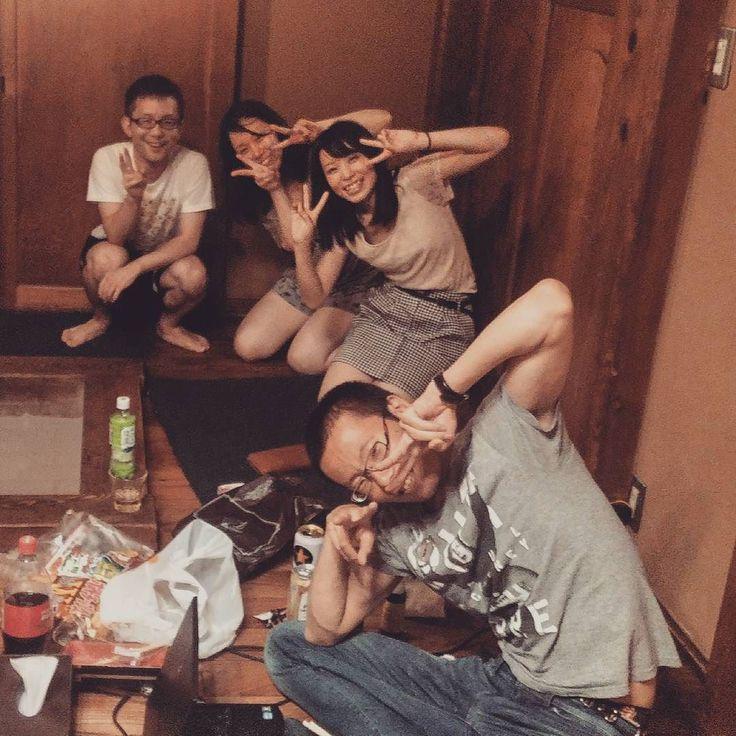 In una bellissima guest house ho passato una serata in compagnia di questo simpatico gruppo di giapponesi tra granite fatte a mano spuntini giapponesi e molti #sugoi ! #Giappone #Japan #travel #viaggio #amazing #YouTube #vlog #travelblogger #travelvlogger #japantrip #photography #photooftheday #turismo #japanfood #japanese #kamakura