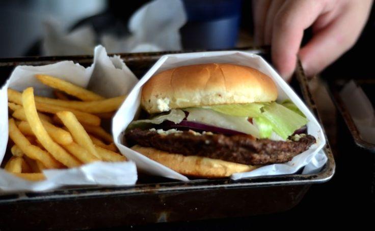 Jake Blues with shoestring fries at Burger @ Santa Cruz