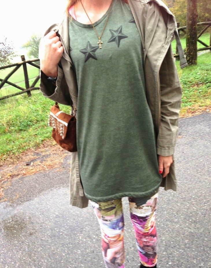 THE FASHIONAMY by Amanda Fashion blog outfit, made in italy, felpe tshirt street wear : Stars and Flowers , tshirt e leggings, idea outfit con parka e ispirazione military