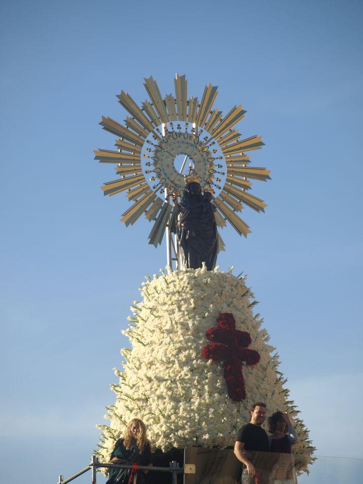 Domingo 13 de octubre 2013. Manto de FLores de la Virgen del Pilar.