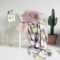Kuschelige Baumwolldecke Grau mit Pink und Grün erhältlich im Webshop: derkariertehund.de #skandinavischwohnen #scandinaviandesign #scandinavianinterior #skandinavischesdesign #hygge #hyggelig #skandi #scandi #noridcstyle #funkydoris